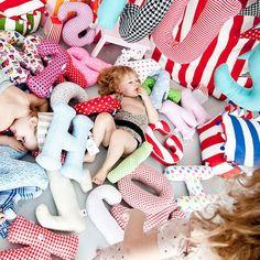 Almofadas de letras para o quarto das crianças