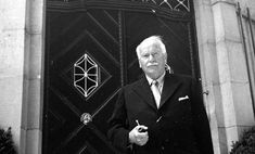 Carl Jung in front of his house 1949