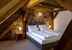 Die Hollerhöfe in Waldeck in der nördlichen Oberpfalz dokumentieren ihre regionale Verbundenheit - ein authentischer Ort. Hotels, Space, Bed, Furniture, Travel, Home Decor, Farmhouse, Places, Bedroom
