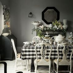 Beautiful white country christmas table centerpieces ideas 07