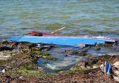 31-Aug-2014 7:47 - ZEKER 41 BOOTVLUCHTELINGEN VERDRONKEN BIJ TUNESIË. Voor de kust van Tunesië zijn zeker 41 migranten verdronken, de meeste hiervan komen uit Syrië. Aangenomen wordt dat de overvolle boot waarop ze vanuit Libië naar Europa probeerden te vluchten is gezonken, zo schrijft persbureau AP.