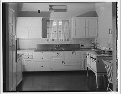 kitchen from Library of Congress. I bet that's exactly what our kitchen looked like before it was expanded. 1930s Kitchen, Old Kitchen, Kitchen Redo, Vintage Kitchen, Kitchen Remodel, Kitchen Cabinets, Vintage Interiors, Farmhouse Interior, Modern Kitchen Design