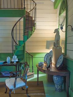 vibrant green paint in Furlow Gatewood home - photo: Paul Costello Beautiful Space, Beautiful Homes, Beautiful Interiors, Colorful Interiors, Sr1, Green Rooms, Wooden House, Home Photo, Stairways