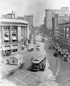 Grand Rapids National Bank, later McKay Tower & Campau Square - c. 1920