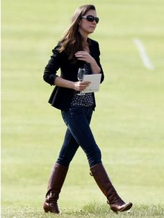 Kate's Uniform  Kate Middleton has been known to sport riding boots with light jackets and skinny jeans. You could say it's her signature style.     To get the look, wear these Paris Blues Stretch Black Slub Skinny Jeans ( 15DollarStore.com) with any light jacket and flat boots in your closet.