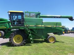 Side of John  Deere Titan Turbo 6620 conventional combine