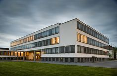 Image 4 of 29 from gallery of AD Classics: Dessau Bauhaus / Walter Gropius. Photograph by Thomas Lewandovski Architecture Art Design, Facade Design, Classical Architecture, School Architecture, Ancient Architecture, Landscape Architecture, Foster Architecture, Walter Gropius, Lebbeus Woods