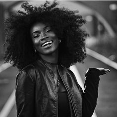 When you know your fro is flawless  @blissfullqueen #naturalhair #naturalhairdaily #naturalhaircommunity #curlyhair #curlyfro #instadaily