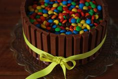 M&M's kage med solbær. Undgå skumfiduser. Gode at pynte med chokoladerør og friske jordbær.