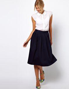 black midi skirt + white shirt = so chic!