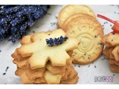 Biscuiti cu levantica Biscuit, Snowflakes, Lavender, Good Food, Cookies, Desserts, Crack Crackers, Tailgate Desserts, Deserts