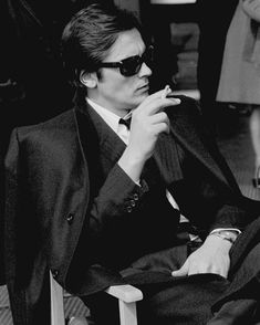 "Alain Delon on the set of ""Le Clan des Siciliens"" by Henri Verneuil, 1969 Alain Delon, Persol, Hollywood Stars, Classic Hollywood, Le Clan Des Siciliens, Ray Ban Sunglasses Sale, Actors, Romy Schneider, Stylish Men"