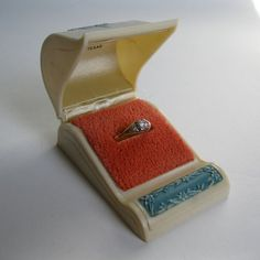 Pop the question with this 1940s ring box! #vintage #ring #box #1940s #wedding #engagement @Etsy