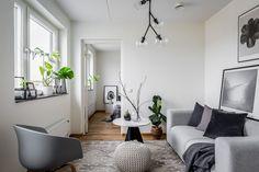 On continue avec le retour des Suédois au travail, et particulièrement dans les agences immobilières, où on nous propose encore ces jours derniers de jolies choses idéales pour ce méli-mélo 16. Swe…