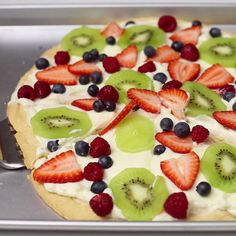 Grab a slice(or two) of this fruit-covered cookie pizza. Grab a slice(or two) of this fruit-covered cookie pizza. Fruit Recipes, Snack Recipes, Dessert Recipes, Cooking Recipes, Snacks, Party Desserts, Easter Recipes, Pizza Recipes, Brunch Recipes