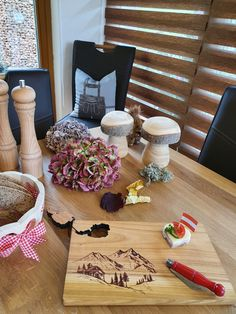 Heimatbezogene Produkte Table Decorations, Furniture, Home Decor, Wooden Platters, Carpentry, Schnapps, Boards, Products, Gifts