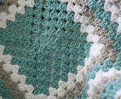 [Free Pattern + Video Tutorial] Never Ending Crochet Granny Square Baby Blanket