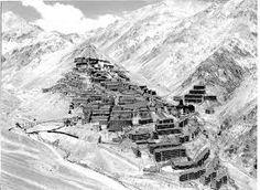 sewell chile - Google Search. Vista antigua del Campamento minero de Sewell. La fotografía fue tomada aproximadamente en la década de 1960, cuando todavía el campamento estaba habitado.