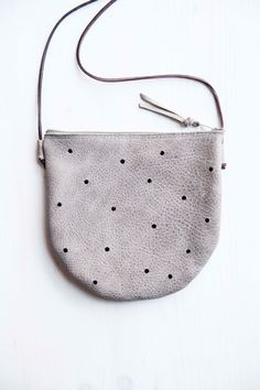 Umhängetasche in grau mit Punkten / grey bag with dots by miau-design via DaWanda.com