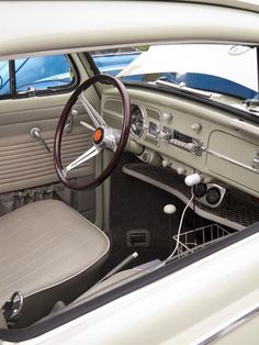 Classy 67 Beetle sedan - dash upgrades, USB plug in, tray and cup holder basket Volkswagen Karmann Ghia, Auto Volkswagen, Vw T1, Van Vw, Kdf Wagen, Vw Classic, Beetle Convertible, Combi Vw, Vw Vintage