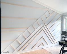 DIY - Accent Wall - Remodelando la Casa Learn how to give a slanted wall a modern wooden design. Diy Wall Decor, Diy Home Decor, Accent Wall Designs, Accent Wall Bedroom, Feature Wall Bedroom, Accent Walls In Living Room, Home Reno, Home Projects, Home Remodeling
