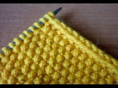 The edge of the two loops when knitting. Knitting Basics, Knitting Stiches, Knitting Videos, Lace Knitting, Knitting Socks, Knitting Patterns Free, Knit Patterns, Knit Crochet, Bamboo Knitting Needles