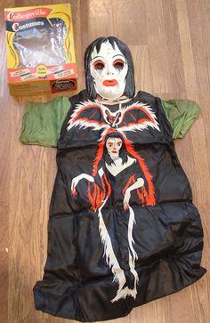 Vintage Halloween Decorations, Retro Halloween, Halloween Items, Halloween Photos, Halloween Costumes For Girls, Halloween Night, Halloween Masks, Holidays Halloween, Girl Halloween