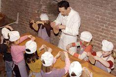 Hattem - Het Nederlands Bakkerijmuseum. Met een bijzondere voorstelling (aanrader!), een speurtocht en zelf koek of brood bakken.
