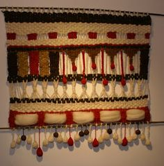 Crochet Projects, Diy Projects, Weaving Wall Hanging, Wall Hangings, Sewing Art, Weaving Patterns, Tapestry Weaving, Hand Weaving, Diy And Crafts