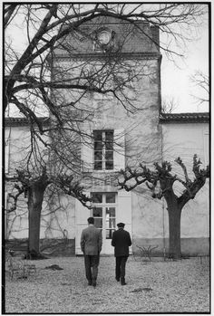 © Henri Cartier-Bresson/Magnum Photos FRANCE. Aquitaine region. Gironde department. On the left: French writer François MAURIAC and his son the French journalist Claude MAURIAC, in front of the family house in Malagar, near Bordeaux. 1964.