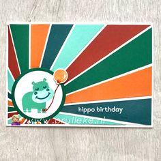 Dit is mijn inspiratiekaart voor de kleurencombinatie van oktober 2020. Cajun Craze, Pumpkin Pie, Coastal Cabana, Pretty Peacock en Shaded Spruce. IIk heb een sunburst achtergrond gemaakt waardoor het nijlpaardje nog harder straalt. #prulleke #prullekekleurencombinatie #stampinupnederland #stampinupdemonstratrice #stampinupdemo #kleurencombinatie #sunburstcard #echtepostiszoveelleuker #hippohappinessstampset