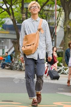 Your great-grandparents ate grass after the war so. Street Style Boy, Asian Street Style, Tokyo Street Style, Street Style Trends, Japanese Street Fashion, Tokyo Street Fashion, Harajuku Fashion, Japan Fashion, Asian Men Fashion