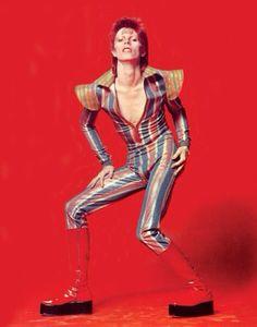 David Bowie - The Legendary Ziggy! Ziggy Stardust, David Bowie Fashion, El Rock And Roll, David Bowie Ziggy, The Thin White Duke, Major Tom, Glam Rock, 70s Fashion, Lolita Fashion
