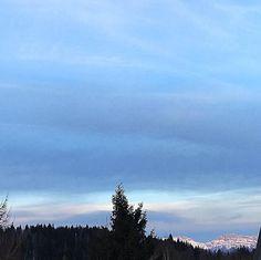 Good morning  #earlymorning #skyporn #skylovers #france #alpes #alpedugrandserre #naturelover #nature #neige #naturelovers #instasky#happyholiday #happyfamily #happyday #holiday #haveagoodday #snow #sunrise #sunnyday #isere #dauphiné #alpes #france