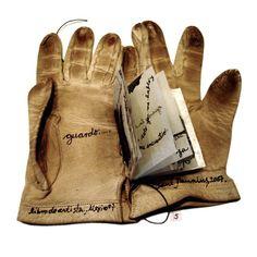 Afbeeldingsresultaat voor como hacer un libro objeto Altered Books, Mixed Media, Gloves, Handmade, Albums, Couture, Paper, Baby, Handmade Books