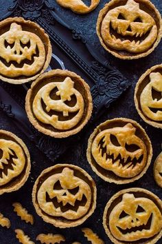 30+ 'Killer' Halloween Party Food Ideas 2019 Halloween Desserts, Scary Halloween Food, Halloween Punch, Halloween Jack, Halloween Treats, Halloween Dinner, Halloween Cupcakes, Organiser Halloween, Pumpkin Pie Recipes