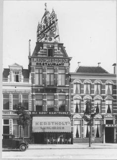 Vismarkt zuidzijde nummer 50 Restaurant Koos Kerstholt in 1929 The Old Days, Vintage Photography, Children Photography, My Images, Big Ben, Netherlands, Holland, The Past, Old Things