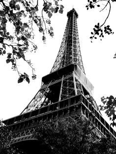 First glimpse of La Tour D'Eiffel in Paris