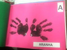 Alfabeto com animais e mãozinhas