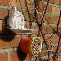 Tea/coffee cups made into bird feeders - refill as needed! - leuk voor buiten aan de muur