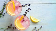 We decided to collect and share our favorite low-calorie cocktails to make your next summer party a hit without any trial and error. These healthy drinks are made with simple ingredients instead of high-calorie, sugar-filled mixes that can leave you with Easy Summer Cocktails, Healthy Cocktails, Tea Cocktails, Cocktail Recipes, Drink Recipes, Healthy Recipes, Party Drinks, Get Healthy, Healthy Eating