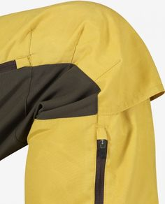 Technically advanced hiking pants with optimised fit and carefully planned details. Outdoor Wear, Outdoor Outfit, Pantalon Ski, Rain Wear, Apparel Design, Textiles, Fashion Sketches, Fashion Details, Clothing Patterns