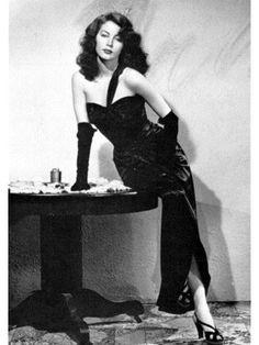Ava Gardner in one shoulder black evening gown by designer Vera West. for THE KILLERS Glamour Hollywoodien, Old Hollywood Glamour, Vintage Glamour, Vintage Hollywood, Vintage Beauty, Classic Hollywood, Hollywood Star, Hollywood Fashion, Hollywood Regency