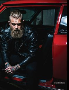 Men's Leather Jackets: How To Choose The One For You. A leather coat is a must for each guy's closet and is likewise an excellent method to express his individual design. Leather jackets never head out of styl Josh Mario John, Great Beards, Awesome Beards, Beard Styles For Men, Hair And Beard Styles, Best Leather Jackets, Black Leather Biker Jacket, Elegant Man, Beard Tattoo
