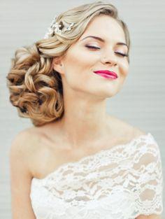 Das perfekte Braut Make-Up: 60 Ideen für echte Diven | Schminktipps für die Hochzeit. Kräftige Lippen-in Pink-Rosa Pflaume-dezentes Make-Up künstliche-Wimpern