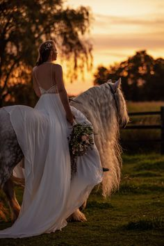 Behind the Scenes of a Styled Shoot - Horses & High Fashion — Samantha Mirzaee Photography Horse Wedding Photos, Wedding Fotos, Country Wedding Photos, Country Wedding Dresses, Wedding Photoshoot, Dream Wedding Dresses, Wedding Pics, Wedding Ideas, Horse Girl Photography
