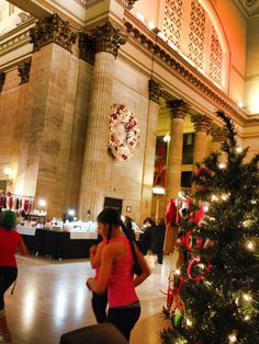 """Greater Chicago Chapter's """"Shake the Can"""" Holiday event at Chicago Union Station - Great Hall. Image courtesy of the Greater Chicago Chapter"""