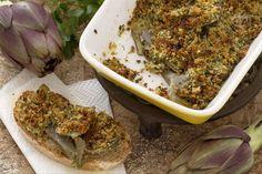 I carciofi al gratin sono un contorno ottimo e semplice da preparare: carciofi gratinati al forno con prezzemolo, pangrattato e pecorino.