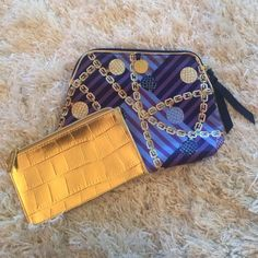 Estée Lauder cosmetic bags! New! Never been used Estée Lauder cosmetic bags. Smaller gold bag fits perfectly inside the larger bag. Extremely roomy to fit a lot of items. Perfect for traveling. Any questions let me know! Estee Lauder Bags Cosmetic Bags & Cases