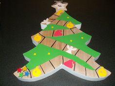 kerstspel, ideetje van Ann Vanhoutte  4 sterren zijn pionnenkleuters gooien met de dobbelsteen en proberen het eerst de gele ster te bereiken. Kerstbal=beurt overslaan, engel=nog eens aan de beurt. kerstmuts=terug naar het begin